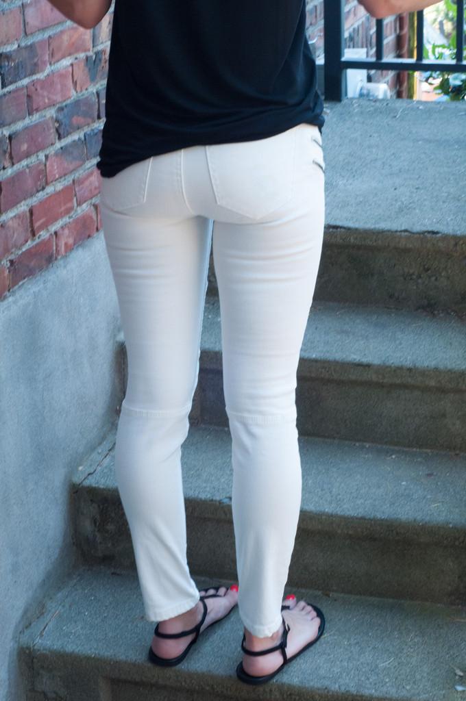 white_jeans_1024x1024